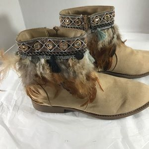 Mark ankle boots tan suede feathers Sz 9